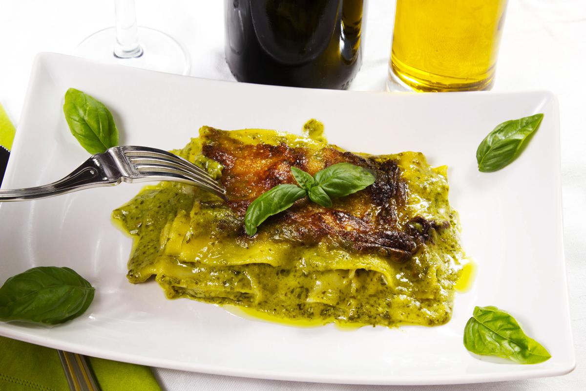Una gustosa ricetta di lasagne al pesto verde